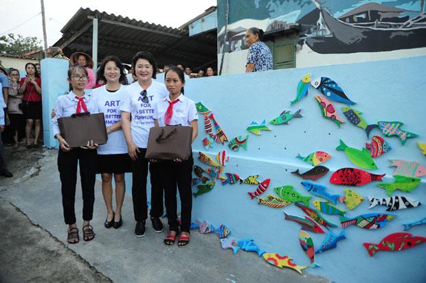 Phu nhân Tổng thống Hàn Quốc thăm làng bích họa Tam Thanh - 3
