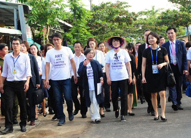 Phu nhân Tổng thống Hàn Quốc thăm làng bích họa Tam Thanh - 1