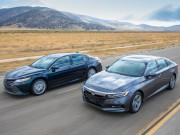 Trải nghiệm Toyota Camry 2018 và Honda Accord 2018
