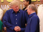 Báo Tây viết về cái bắt tay của ông Trump và ông Putin tại APEC VN