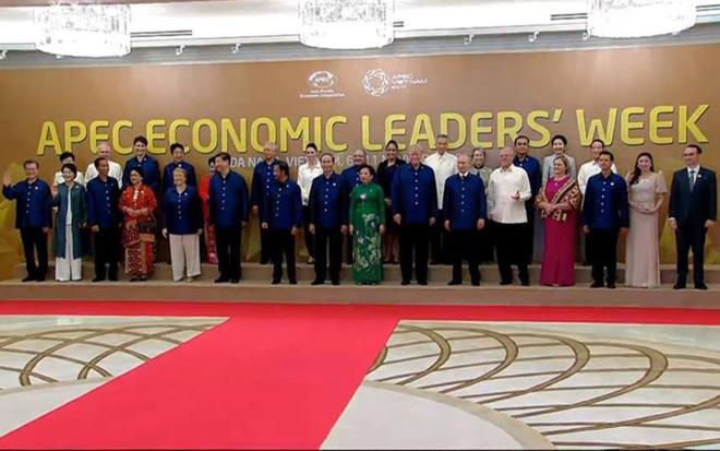 Bí mật về bộ trang phục mà Chủ tịch nước tặng các nhà lãnh đạo APEC - 1
