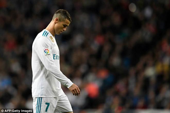 Rộ tin Messi hạ Ronaldo giành Quả bóng vàng, fan khẩu chiến - 3