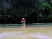 """Đột nhập hòn đảo bí mật đẹp tựa thiên đường,  """" ẩn náu """"  trong hang động"""