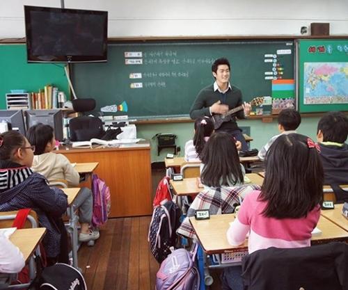 Lác mắt với cơ bắp cuồn cuộn của thầy giáo quyến rũ nhất Hàn Quốc - 3