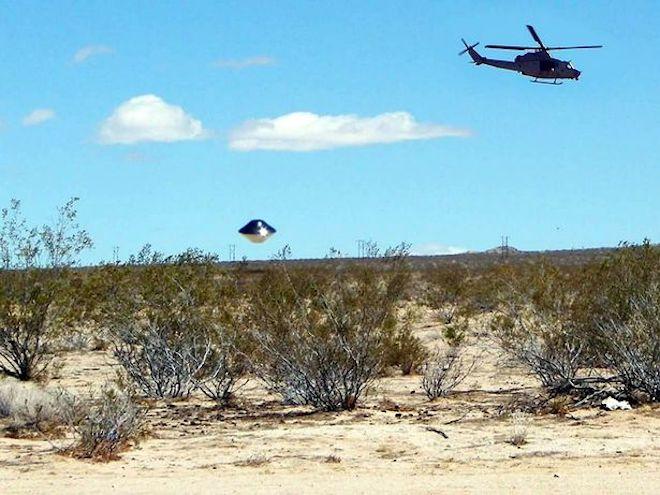 Hình ảnh rõ nét của UFO gần một căn cứ quân sự - 3