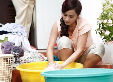 8 điều người vợ ở nhà chăm con nào cũng mong được chồng thấu hiểu - 1