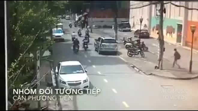 Cảnh sát nổ súng bắt băng trộm xe máy như phim hành động