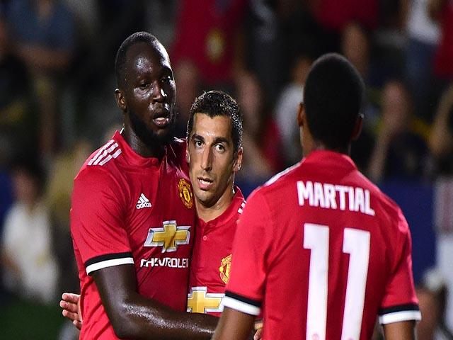 """Đua Ngoại hạng Anh: MU - Mourinho là """"Vua leo núi"""", Man City coi chừng 4"""