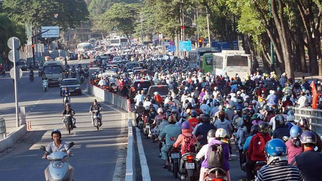TP.HCM: Hình ảnh không ngờ tại cầu vượt thép trong ngày đầu thông xe - 7