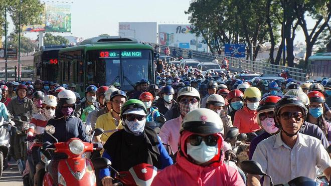 TP.HCM: Hình ảnh không ngờ tại cầu vượt thép trong ngày đầu thông xe - 3