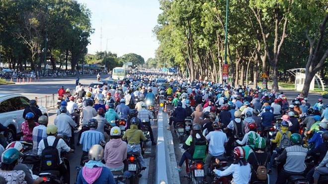 TP.HCM: Hình ảnh không ngờ tại cầu vượt thép trong ngày đầu thông xe - 4