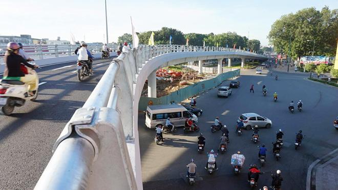 TP.HCM: Hình ảnh không ngờ tại cầu vượt thép trong ngày đầu thông xe - 11