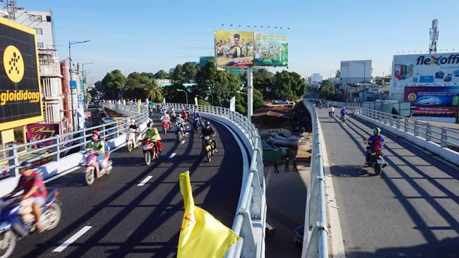 TP.HCM: Hình ảnh không ngờ tại cầu vượt thép trong ngày đầu thông xe - 10