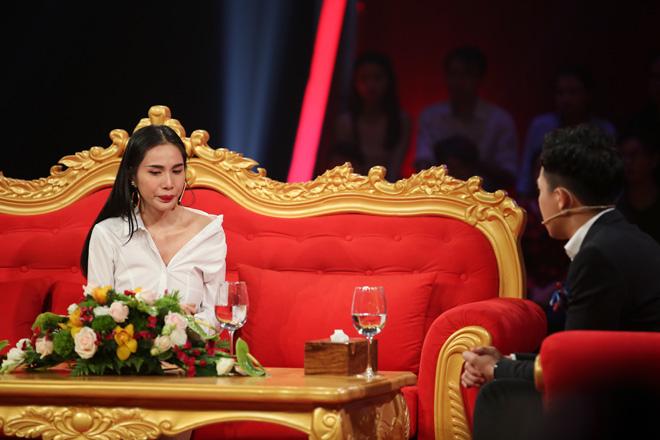 Thủy Tiên lần đầu kể về scandal bị tung ảnh nóng - 2