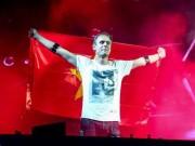 DJ huyền thoại Armin post clip chào Việt Nam