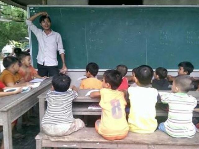 Huế: Hai vợ chồng cử nhân sư phạm dạy học miễn phí cho học sinh nghèo