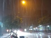 Sài Gòn mưa to kèm gió giật đùng đùng trước bão số 14