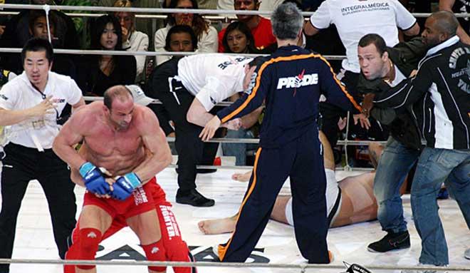 Đấu bẩn nhất MMA: Đối thủ gãy tay vẫn thừa thế đánh bồi 1