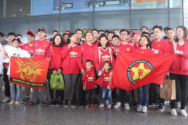 Giggs - Scholes đã đến Việt Nam: Fan MU vui như mở hội 9