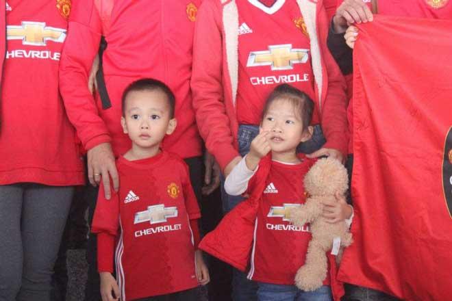 Giggs - Scholes đã đến Việt Nam: Fan MU vui như mở hội 10