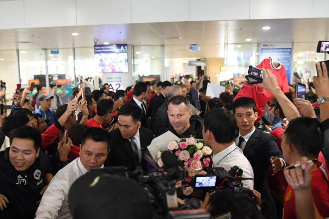 Giggs - Scholes đã đến Việt Nam: Fan MU vui như mở hội 4