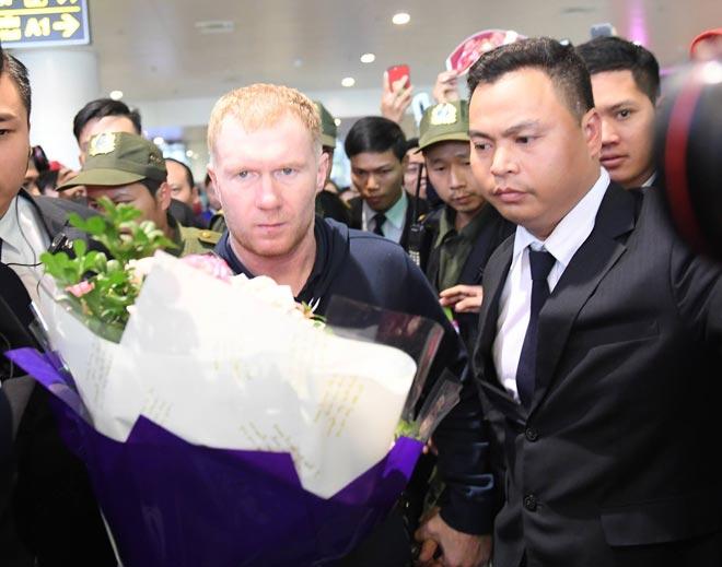 Giggs - Scholes đã đến Việt Nam: Fan MU vui như mở hội 7
