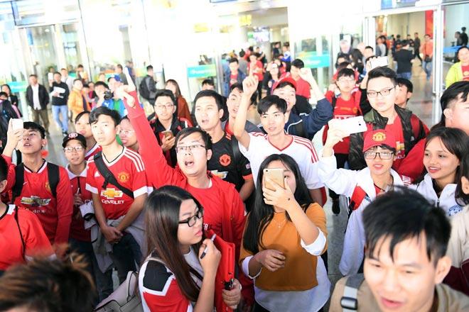 Giggs - Scholes đã đến Việt Nam: Fan MU vui như mở hội 8