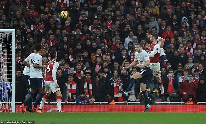 """Góc chiến thuật Arsenal - Tottenham: Sanchez """"át"""" Kane, Wenger """"cáo già"""" - 1"""