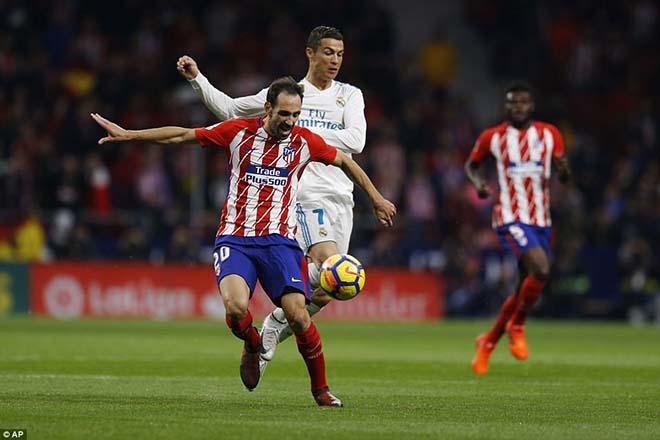 """Góc chiến thuật Atletico - Real: Zidane hết duyên, """"Kền kền trắng"""" sa lầy - 3"""