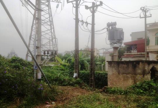 Hái rau cạnh trạm điện 220 KV, người đàn ông tử vong