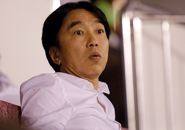 """Công Vinh bị """"chọc tức"""" ngày đón HLV Miura về TP.HCM"""