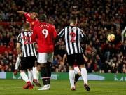 Video, kết quả bóng đá MU - Newcastle: Pogba ghi dấu ấn, Mourinho thở phào