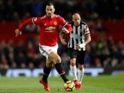 """Ibrahimovic cứ chạm bóng fan MU vỗ tay, tự nhận là  """" Sư tử """""""