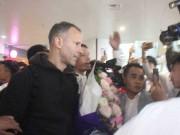 """Cập nhật Giggs - Scholes đã đến Việt Nam: Fan MU  """" bao vây """"  huyền thoại"""