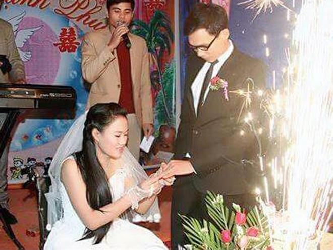 Thầy giáo xứ Thanh bất chấp tất cả để cưới cô gái bị liệt hai chân xứ Nghệ: Ngưỡng mộ