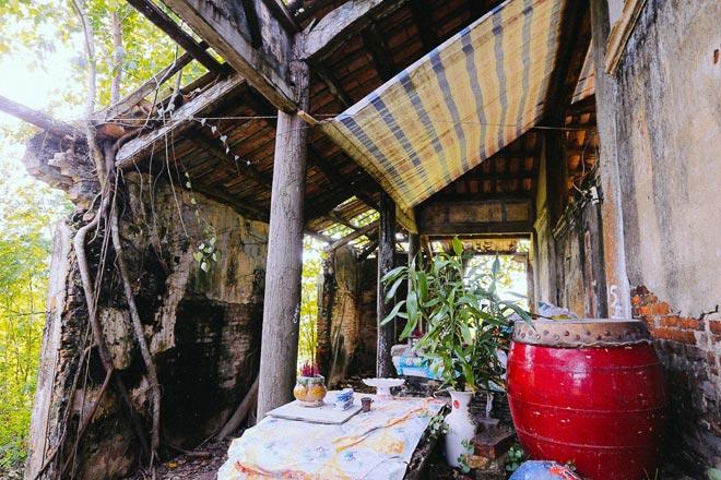 Kỳ thú đình làng nằm gọn trong bộ rễ của hai cây bồ đề - 11