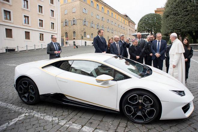 Giáo hoàng từ chối quà tặng xe Lamborghini Huracan - 2