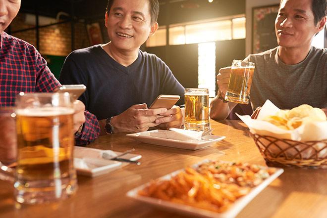 Tiêu thụ rượu bia hàng top ở châu Á, người Nhật phòng chống các bệnh gan thận như thế nào?