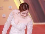 Nữ diễn viên TVB bị chỉ trích vì khoe vòng 1 đến mức phản cảm