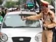 """Hà Nội: Danh tính nữ tài xế lái ôtô hết kiểm định,  """" ủn """"  CSGT"""