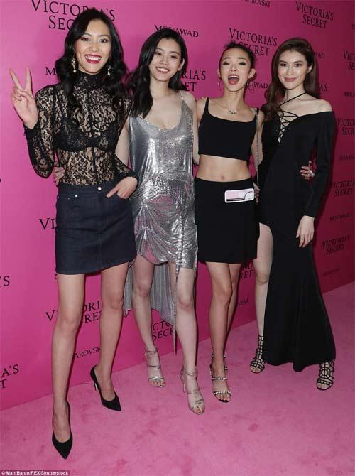 Hot girl Hollywood tái diễn lại sự cố váy xẻ hiểm tại thảm hồng - 8