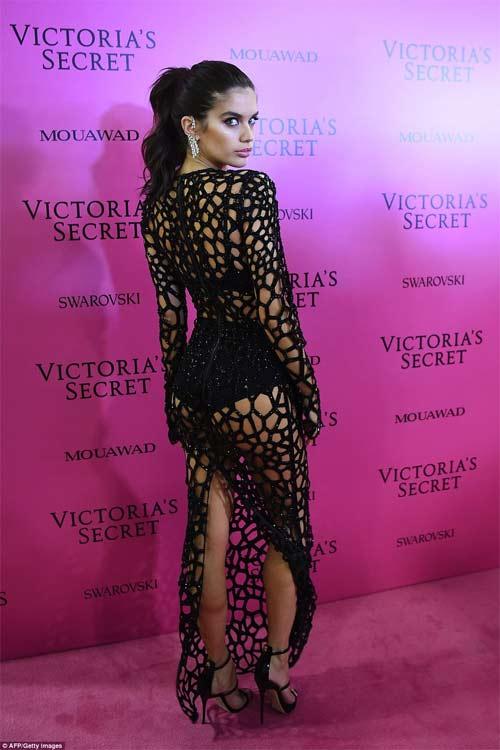 Hot girl Hollywood tái diễn lại sự cố váy xẻ hiểm tại thảm hồng - 12