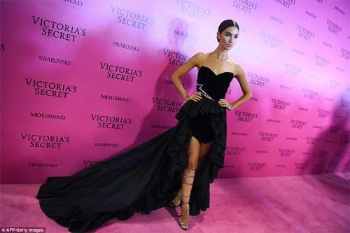 Hot girl Hollywood tái diễn lại sự cố váy xẻ hiểm tại thảm hồng - 14