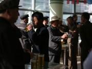 Bị cấm vận bủa vây, Triều Tiên cấm tổ chức uống bia rượu, hát múa