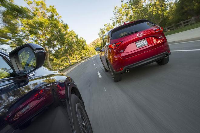 Honda CR-V 2017 & Mazda CX-5 2017: Xe nào tốt hơn? - 4