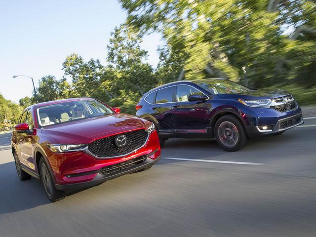 Honda CR-V 2017 & Mazda CX-5 2017: Xe nào tốt hơn? - 2