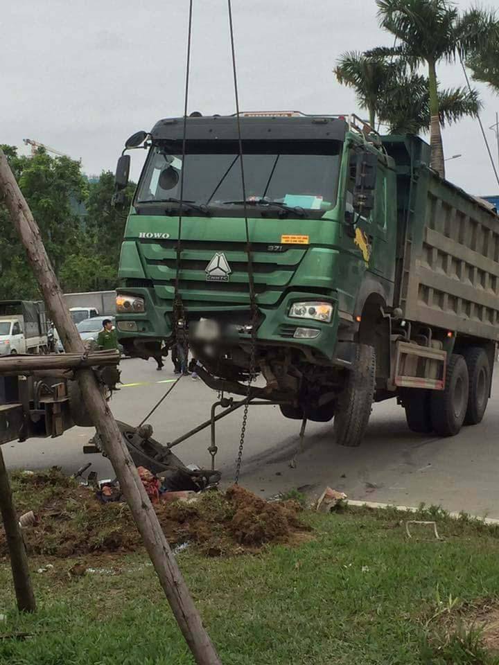 Bị xe tải kéo lê, người đàn ông tử nạn trên đường đi làm