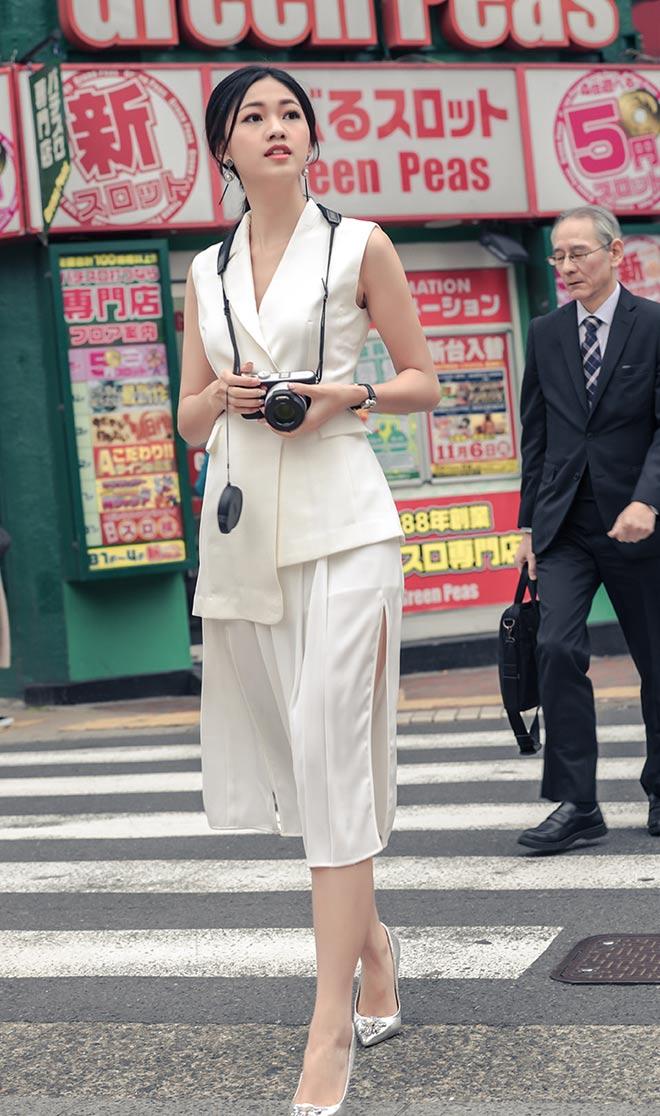 Á hậu Thanh Tú mặc mát mẻ giữa trời giá rét tại Nhật - 4
