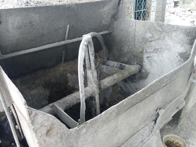 Một phụ nữ xấu số bị cuốn vào máy trộn bê tông - 2