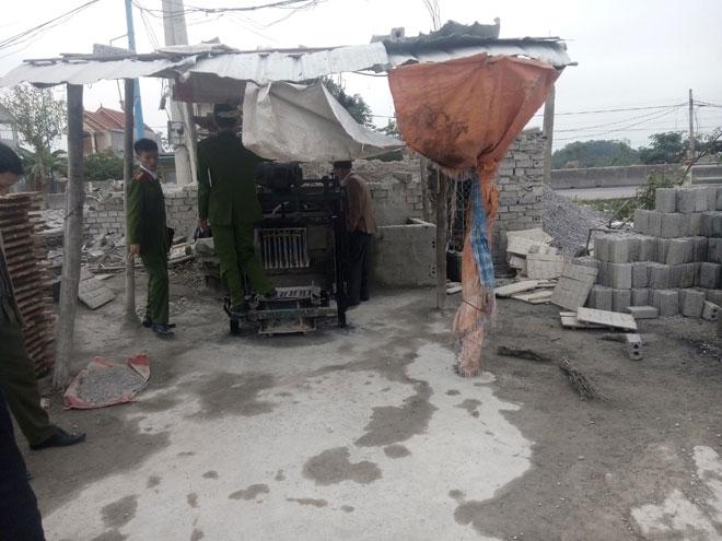 Một phụ nữ xấu số bị cuốn vào máy trộn bê tông - 4